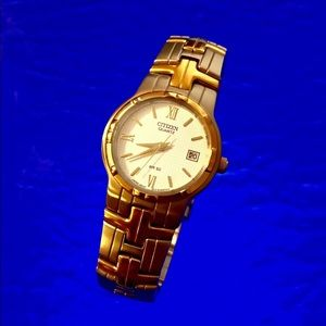 Excellent Ladies CITIZEN Two Tone Bracelet Watch